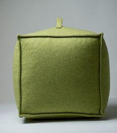 ✫ Lime green poef  Een extra gadget om uw interieur op te fleuren? Deze vierkante poef past in ieder interieur, groot of klein, en creëert op een speelse manier extra zitplaats in uw woonkamer: http://www.duvergerhome.be/duverger-poef-vierkant-lime-green.html.