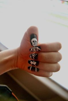 creative nail painting of a skeleton  画