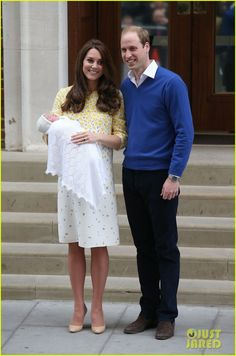 Royal Baby Girl's First Photos with Kate Middleton & Prince William