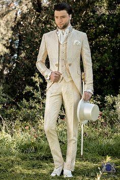 Baroque grooms suits of the new collection 2020 Baroque of the Italian firm Ottavio Nuccio Gala. Wedding Men, Wedding Suits, Wedding Attire, Luxury Wedding, Costume Garçon, Mode Costume, Wedding Suit Collection, Style Costume Homme, Baroque Wedding