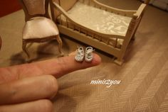 Tiny dollhouse baby shoes in scale 1:12 for sale at Etzy, minis2you :-D