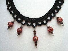 CROCHET A SIMPLE NECKLACE. - http://videos.silverjewelry.be/necklaces/crochet-a-simple-necklace/
