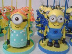 Minions centro de mesa. Mascara Minions, Minions Despicable Me, Ideas Para Fiestas, All Craft, Biscuit, Dolls, Crochet, Disney, Party