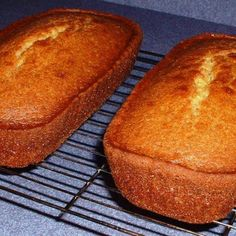 """This zesty lemon Amish Friendship Bread variation would be great for your next brunch buffet. Friendship Cake, Friendship Bread Recipe, Friendship Bread Starter, Amish Friendship Bread, Best Amish Recipes, Amish Bread Recipes, Amish Sweet Bread Recipe, Favorite Recipes, Dutch Recipes"