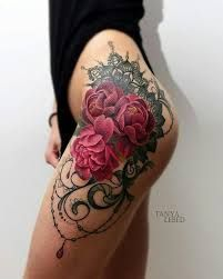 Resultado de imagem para tatuagem na coxa e quadril feminina