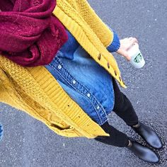 Mustard cardigan, cranberry scarf, chambray shirt fall outfit idea Source by OutfitsforWork ideas pantalon Mustard Cardigan Outfit, Yellow Cardigan Outfits, Chambray Shirt Outfits, How To Wear Cardigan, Bootfahren Outfit, Dress Outfits, Casual Outfits, Mode Outfits, Fashion Outfits