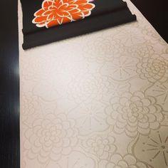 【wa_mitsuki】さんのInstagramをピンしています。 《#梅 と#菊 と#桜 の#お洒落着 セット。 #春も秋も 着られる#お召 と#染帯 です。 #季節を感じながら 着られる時期が長いのは嬉しいですね。 今からもっと寒くなるけれど… #春を意識して #コーディネート してまいります。 * * * #着物 #きもの #キモノ #kimono #帯 #おび #袋帯 #名古屋帯 #obi #日本 #japan  #高山 #takayama #飛騨高山 #飛騨》