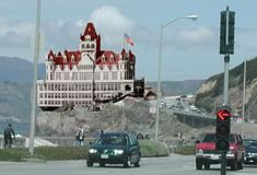 The Cliff House is a restaurant perched on the headland above the cliffs just north of Ocean Beach, on the western side of San Francisco, California Cliff House San Francisco, San Francisco City, San Francisco California, Places To Travel, Places To Go, San Francisco Earthquake, Victorian Buildings, California History, San Fransisco