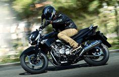 Tras rebajar el precio del maxiescúter Burgman 650 Executive, Suzuki ha hecho lo propio con la Inazuma 250, modelo que, hasta el 31 de diciembre, se puede adquirir por 3.399 euros, tarifa que supone un ahorro de 500 euros.