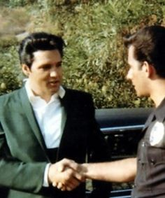 Elvis always took time to speak to people He came in contact with. He never outgrew his roots.