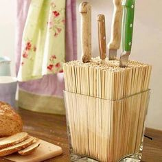 Knife block DIY (for silver round IKEA metal cans) The post We lead a double life: Make great decoration yourself appeared first on Best Pins for Yours. Diy Kitchen, Kitchen Decor, Kitchen Gadgets, Kitchen Knives, Cheap Kitchen, Kitchen Storage, Cocina Diy, Knife Holder, Diy Casa