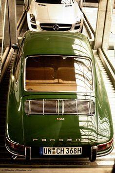 green porsche