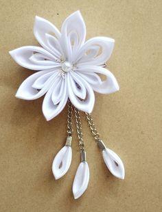 Items similar to Kanzashi flower hair clip - Wedding hair accessories on Etsy Ribbon Art, Fabric Ribbon, Ribbon Crafts, Flower Crafts, Ribbon Bows, Ribbons, Cloth Flowers, Satin Flowers, Flowers In Hair