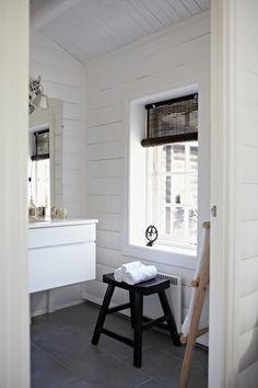 White featherdream   bathroom white log cabin
