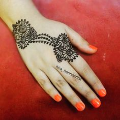 It is not easy to find out latest mehandi designs or new henna designs specially when internet is full with same old but beautiful henna des. Henna Hand Designs, Mehandi Designs, Beautiful Henna Designs, Mehndi Tattoo, Henna Mehndi, Henna Art, Henna Tattoos, Mehndi Design Photos, Mehndi Images