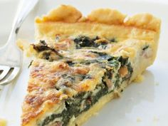Spinach, garlic and sun dried tomatoes pie! I Love Food, Good Food, Yummy Food, Vegetarian Cooking, Vegetarian Recipes, Wine Recipes, Cooking Recipes, Baking Accessories, Aesthetic Food