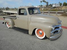 More vintage cars, hot rods, and kustoms Love. Vintage Pickup Trucks, Vintage Cars, Antique Cars, Chevrolet 3100, Chevrolet Trucks, Classic Trucks, Classic Cars, 54 Chevy Truck, Panel Truck