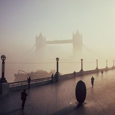 17 amazing photos of a very foggy London