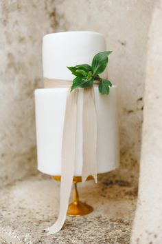 Elegant and simple white wedding cake with ribbon http://weddingsparrow.co.uk/2014/07/24/elegant-italian-wedding-inspiration-part-two/