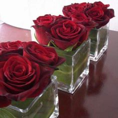 Sometimes you gotta love simplicity! Like these lovely rose centerpieces