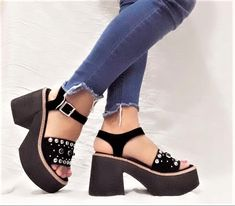 Mode Kimono, Flats, Sandals, Huaraches, Girls Best Friend, Summer Shoes, Girls Shoes, Mary Janes, Spring Summer