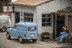 TrainScape: Paso a nivel de Peñuelas 11º Train, Vehicles, Miniature, Railroad Photography, Renault 4, Dioramas, Model Train, Car, Miniatures