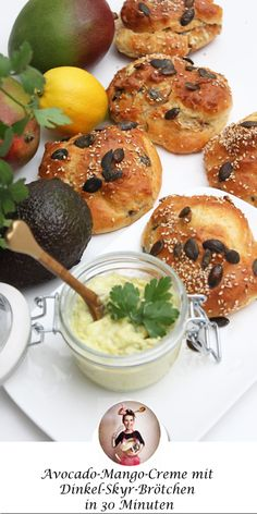 Are you looking for a quick recipe that you can eat for breakfast or in the evening? Then I have a healthy avocado-mango cream with delicious, fluffy jerk-ready, spelled-Skyr rolls for you in 30 minutes! Healthy Dessert Recipes, Quick Recipes, Cake Recipes, Desserts, Avocado Man, Avocado Cream, Avocado Toast, Avocado Salad, Healthy Family Meals