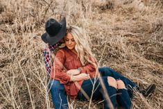One of my favorite engagment sessions of all time. Cade and Ashley met in junior college only to leave Cade wanting more and seeing if a second first date four years later would be the charm Country Couple Pictures, Cute Country Couples, Cute Couple Pictures, Country Couple Poses, Couple Pics, Couple Goals, Western Engagement Photos, Country Engagement, Engagement Pictures