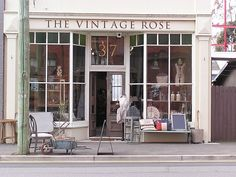 ideas for clothes store front vintage shops Vintage Stil, Vintage Shops, Store Front Windows, Big Windows, Cute Store, Retail Merchandising, Shop Fronts, Lovely Shop, Shop Around