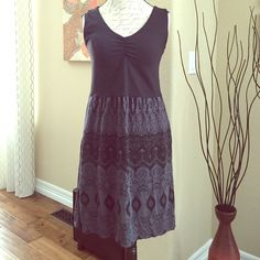 Black/Grey Athleta dress Re-posh.  Unfortunately, the dress is too big for me which is why the original seller sold.  I would say closer to a 10, Medium.  Super cute dress with pockets and built in shelf bra.  Original seller said she wore it one time, I only tried it on.  In EUC. Athleta Dresses Midi
