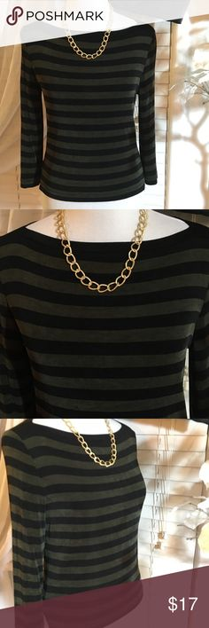 BCBG PARIS TOP Gorgeous fitted top in excellent condition BCBG Tops Blouses