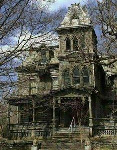 Abandoned Mansion For Sale, Old Abandoned Buildings, Abandoned Mansions, Abandoned Places, Abandoned Castles, Old Mansions, Mansions Homes, Old Buildings, Casa Hotel