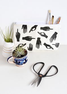 DIY penál s vlastním potiskem. DIY Hand Print Pencil Case.