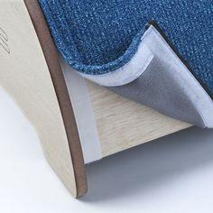 Tecido fixado com velcro, facilita a a higienização e pode ser trocado quando estragar.: