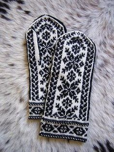 ooo I love them Ravelry: Baltic Mittens pattern by Eva Maria Leszner Knitted Mittens Pattern, Crochet Mittens, Fingerless Mittens, Knitted Gloves, Knit Crochet, Knit Cowl, Crochet Granny, Hand Crochet, Knitting Charts
