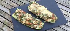 Een lekker koolhydraatarm hoofdgerecht, vegetarische courgette bootjes. Na veel aanvragen hebben wij nu ook een vegetarisch alternatief op ons populairegevulde courgetterecept.