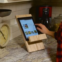 https://www.familyhandyman.com/woodworking/simple-tablet-stand/view-all/