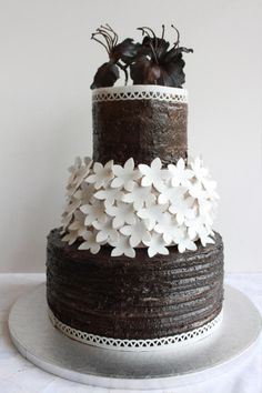 Oreo mud cake for a Black and White party. Working against the clock because of very short notice I was asked to make a cake for a black and white party. Cake Pictures, Cake Pics, Beautiful Cakes, Amazing Cakes, White Cakes, Mud Cake, Engagement Cakes, Colorful Cakes, Novelty Cakes