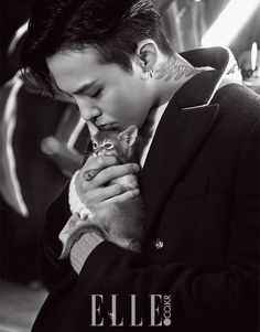 G-Dragon recently roamed the streets of Seoul for the September issue of Elle magazine, sporting his 8 Seconds fall-winter collection. During the photoshoot, G-Dragon showed off various piec. Daesung, Gd Bigbang, Choi Seung Hyun, Bigbang G Dragon, Rapper, Yg Entertainment, K Pop, Yg Life, Ringa Linga