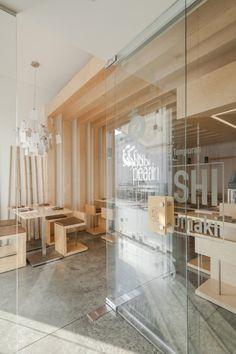 Sushi Pearl in Faro, Portugal - Roomed Restaurant Layout, Restaurant Design, Restaurant Bar, Cafe Interior Design, Cafe Design, Interior Architecture, Sushi Bar Design, Sushi Cafe, Japanese Bar