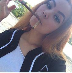 Pretty chick lets see her yrs Weed Girls, 420 Girls, Girl Smoking, Smoking Weed, Hi Babe, Green Queen, Smoke Out, Stoner Girl, Ganja