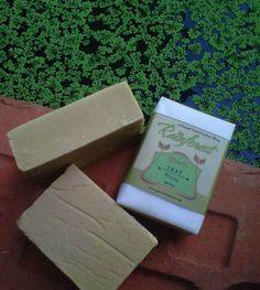 Sabun yang mengandung Vitamin C  tinggi karena berbahan utama buah-buahan. Berguna untuk mencerahkan kulit juga menutrisinya. Kandungan madu di dalamnya menjadikan sabun ini sangat melembabkan kulit.