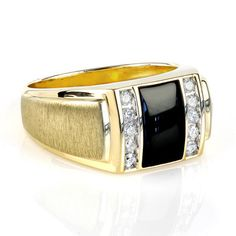 Onyx and Diamond Mens Ring, in 18kt Yellow Gold