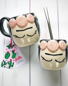 Tazas Frida by Tijuana Store Pottery Plates, Pottery Mugs, Ceramic Pottery, Ceramic Clay, Ceramic Plates, Birthday Cup, Pottery Designs, Pottery Ideas, Wheel Thrown Pottery