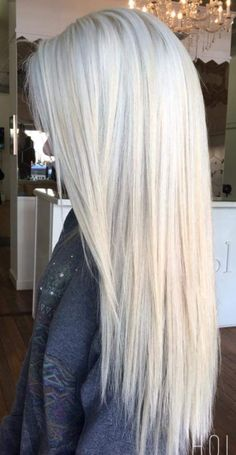 Silver shampoo to help brassy hair and keep it ashy and brighten up. Icy hair shades long and short. Highlights lowlights with pretty radiance. Silver with roots Icy Hair, Brassy Hair, Blonde Hair Looks, White Blonde Hair, Black Hair, Platinum Blonde Hair, Silver Hair, Gorgeous Hair, Hair Inspiration