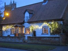 Remembering The Old Ways : A Traditional Cottage Christmas