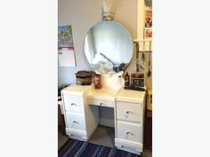 4 deep pull out drawers and 1 middle drawer Used Victoria, Pull Out Drawers, Wood Vanity, Solid Wood, Mirror, Furniture, Home Decor, Timber Vanity, Decoration Home