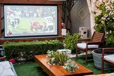 When I think about a party, the last thing I want to imagine is everyone silently crowded around a television. But taking the whole Super-Bowl-watching event outdoors (surrounded by fresh air and lots of greenery) has a way of breathing new life into what might otherwise be a dull party.