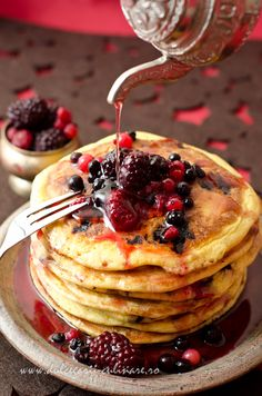 Dear pancakes, berries love you! And so do I ;)