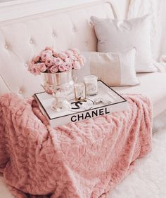 The Most Girly & Pink Decor For A Feminine Home - The Most Girly & Pink Decor For A Feminine Home – J'adore Lexie Couture La mejor imagen sobre d - Baby Pink Aesthetic, Gold Aesthetic, Classy Aesthetic, Aesthetic Collage, Bedroom Wall Collage, Photo Wall Collage, Picture Wall, Deco Rose, Pink Photo